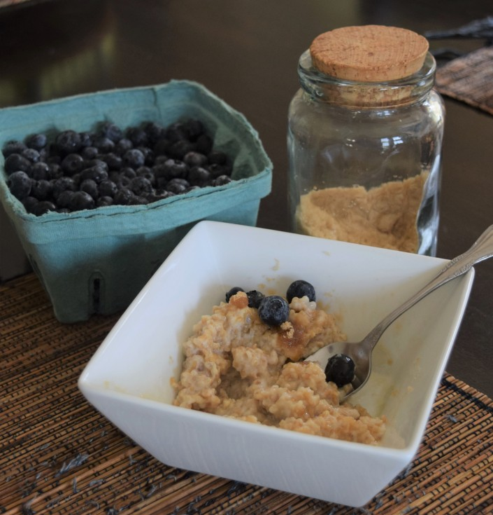 Creamy Oats with Blueberries