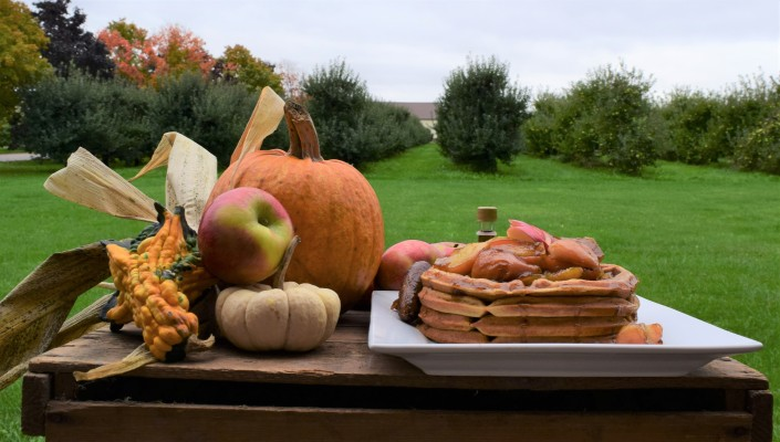 Pumpkin Buttermilk Waffles with Honeycrisp Apple Topping (4)